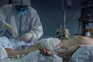 As autoridades contabilizaram mais 345 mortes atribuídas à covid-19, passando o total de óbitos para