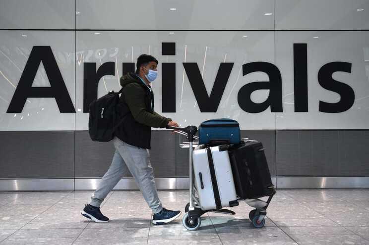 Eurodeputados querem certificado comum de vacinação para fins turísticos