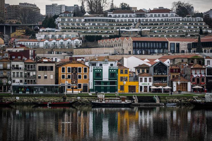 Vista da Ribeira do Porto para o Cais de Gaia