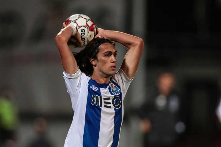Tomás Esteves deve ser titular na defesa do F. C. Porto