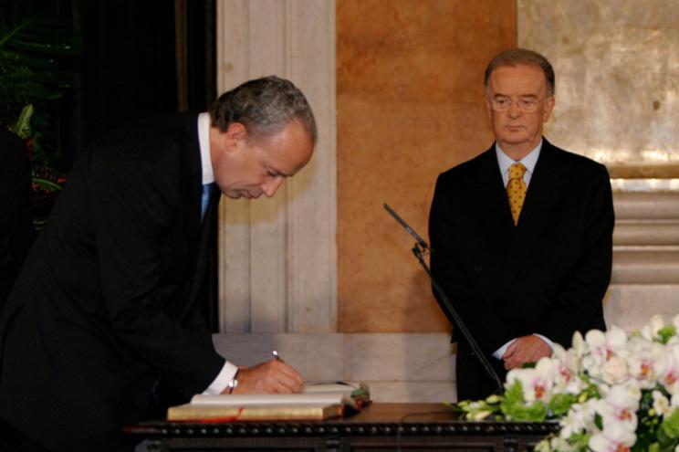 Sampaio deu posse a Santa Lopes como primeiro-ministro