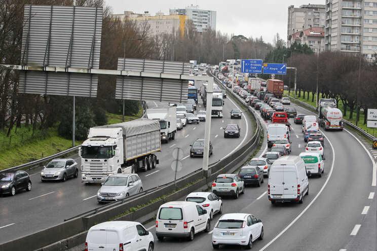 Novas portagens na A28 e na A3 para retirar dois mil camiões pior dia da VCI