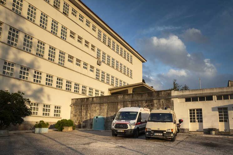 Profissionais de saúde do Hospital Prisional de São João de Deus, em Caxias, serão os primeiros a ser