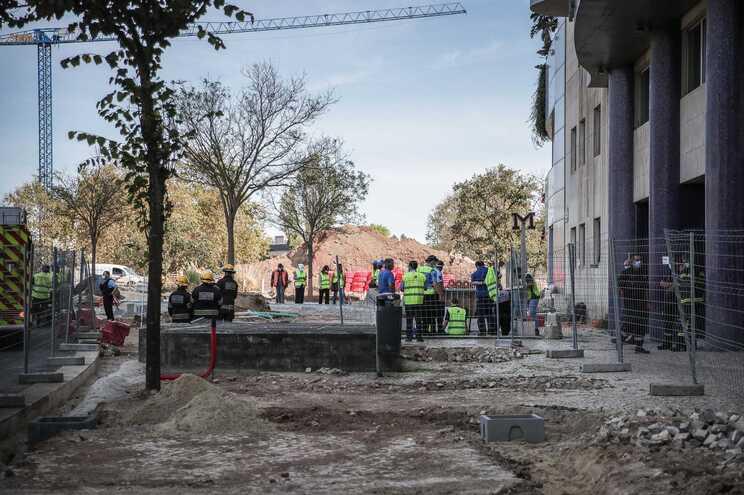 Desabamento nas obras fez quatro feridos