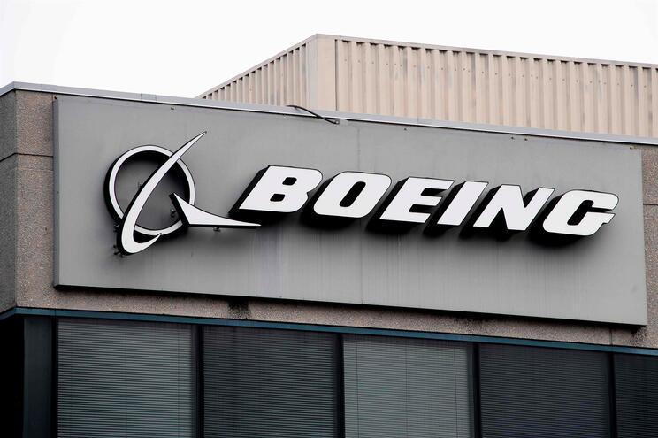 Boeing e regulador arrasados em relatório sobre o 737-Max