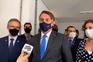 Bolsonaro exalta-se com pergunta de jornalista sobre uso de máscara