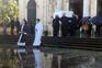 Palmas em homenagem a Sara Carreira à saída da Basílica da Estrela