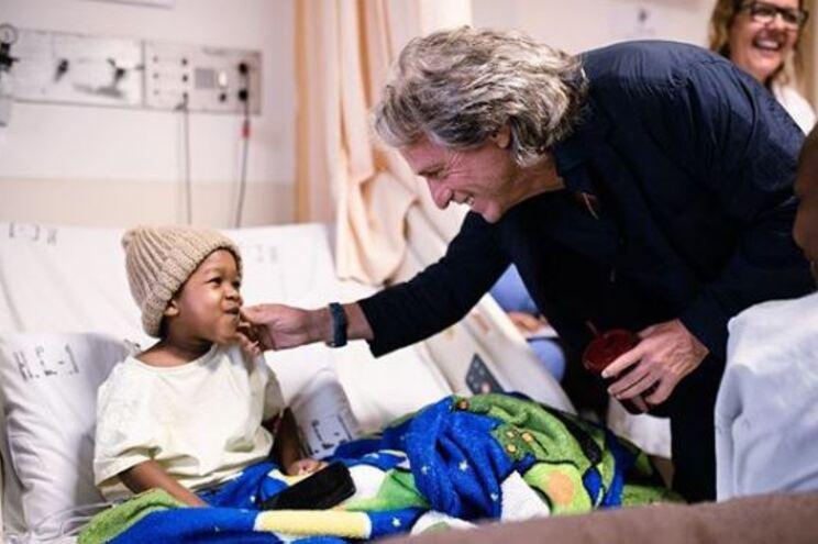 Jorge Jesus faz doação a hospital oncológico