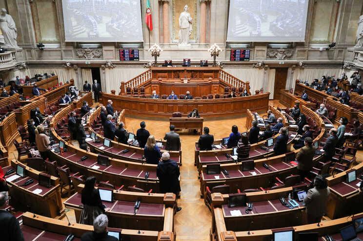 Parlamento debateu e aprovou o 13.º estado de emergência
