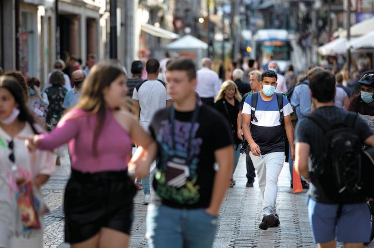 O uso da máscara poderá deixar de ser obrigatório na via pública