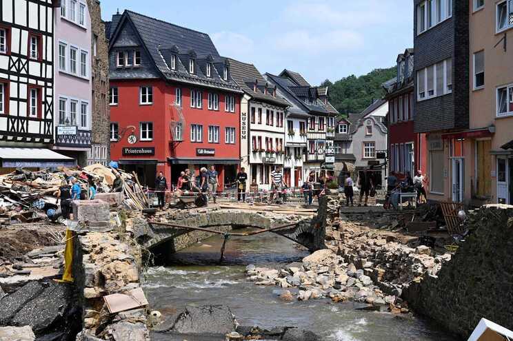 A chanceler alemã, Angela Merkel, deslocou-se hoje à região vizinha da Renânia do Norte-Vestfália