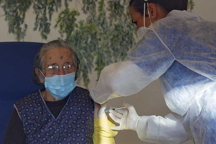 Primeira utente foi vacinada pelas 15.10 horas, em Mação