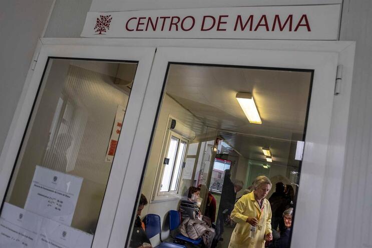 Único centro da mama de nível europeu está há 11 anos em contentores