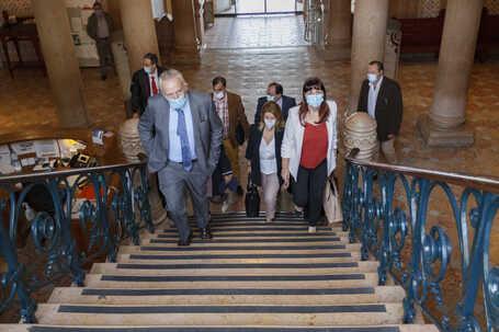 Apesar de não ter maioria na Câmara, Pedro Santana Lopes não se mostra preocupado