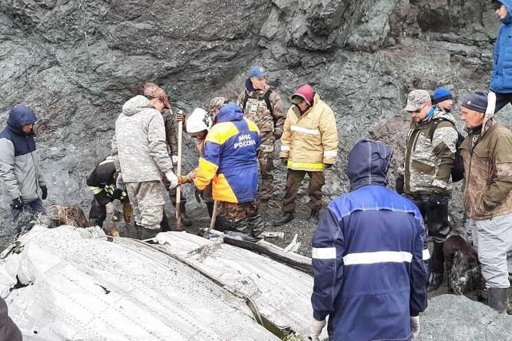 Os trabalhos de busca e de resgate estão a envolver 51 elementos e meios aéreos e marítimos