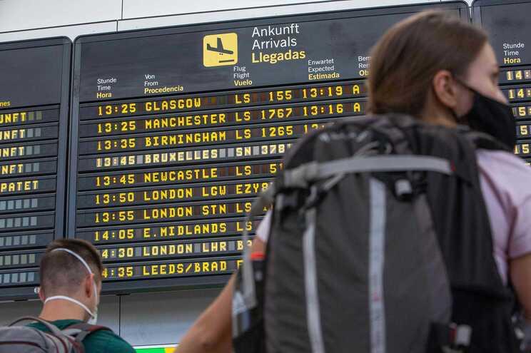 Viajantes devem apresentar documento original do teste de diagnóstico