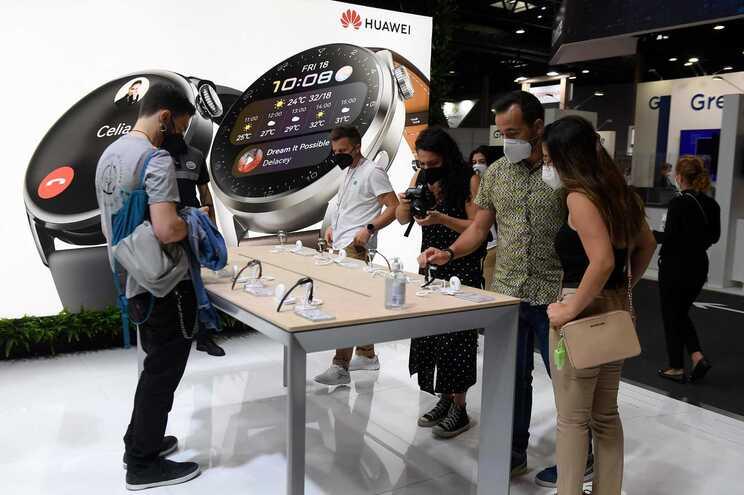 Huawei penalizada por sanções impostas por Washington