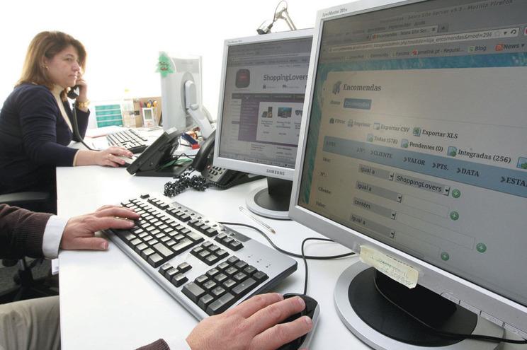 Muitos produtos são adquiridos online a preços competitivos vindos do Oriente