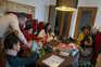 Família  de Carla Abigail e Daniel Barbosa com os cinco filhos que já têm aulas à distância desde março
