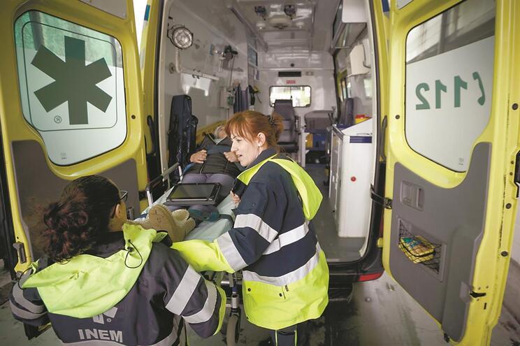 Técnicas de emergência pré-hospitalar assistem idosa