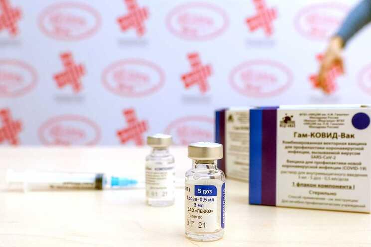 Cerca de um milhão de doses da vacina russa Sputnik V contra a covid-19 podem ser importadas para o país