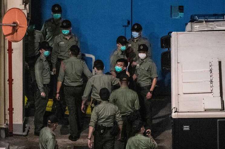Joshua Wong foi condenado a 13 meses e meio de cadeia, acusado de conspiração para cometer subversão