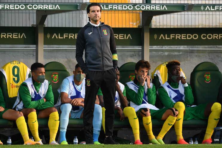 Paços de Ferreira, treinado por Jorge Simão, terá pela frente o Tottenham se vencer a terceira eliminatória