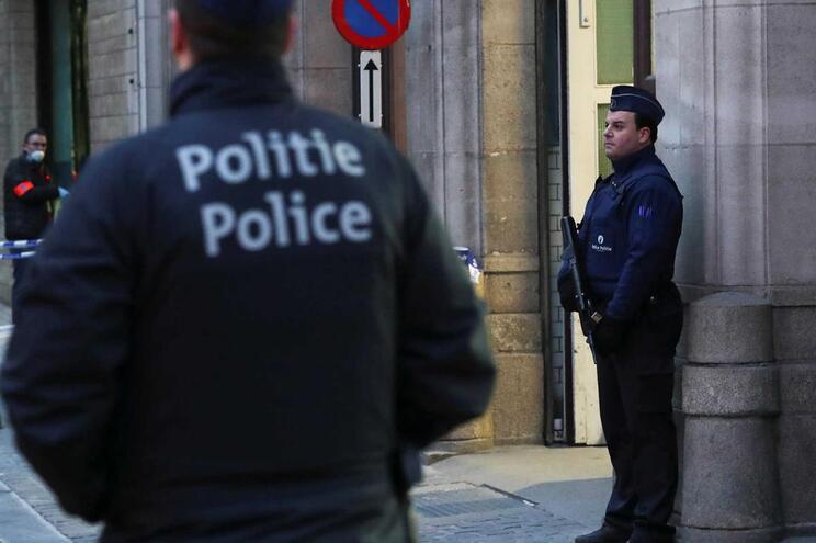 Polícia belga encontrou três impactos de bala