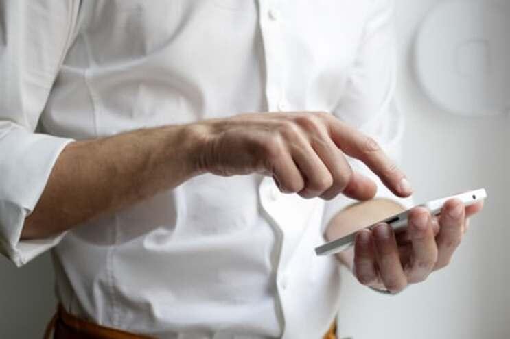 Aplicação vai emitir alertas a quem tiver estado, durante pelo menos 15 minutos, a menos de dois metros