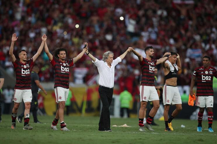 O Flamengo lidera o campeonato com 11 pontos de avanço do Palmeiras