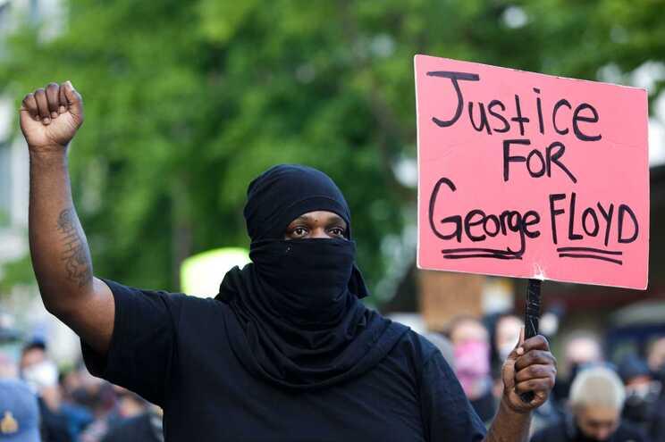 Protestos contra violência policial e discriminação racial continuam em vários estados norte-americanos