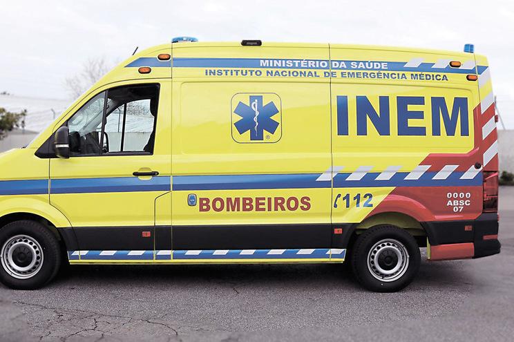 Ambulâncias do INEM paradas por causa da nova cor