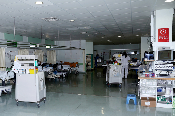 Médico do Hospital de Portimão, que solicitou o anonimato, revelou que usa a mesma máscara, do tipo P2