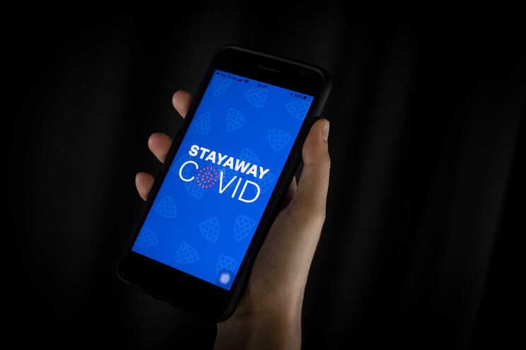 Entre quarta e quinta-feira, 177.470 pessoas descarregaram a aplicação de rastreio StayAway Covid
