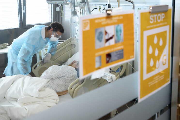 A pandemia do novo coronavírus já causou 1788 mortes entre os cerca de 56 mil casos confirmados no país