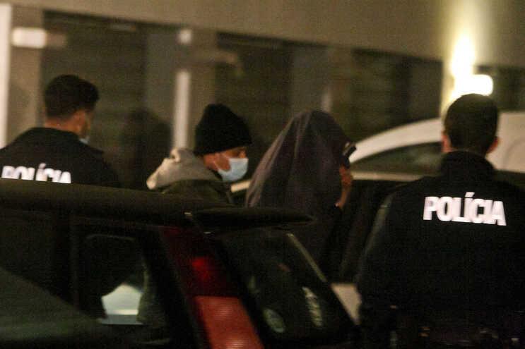 O homicida usou casaco para esconder o rosto, quando foi detido pela PSP, em casa, na Maia