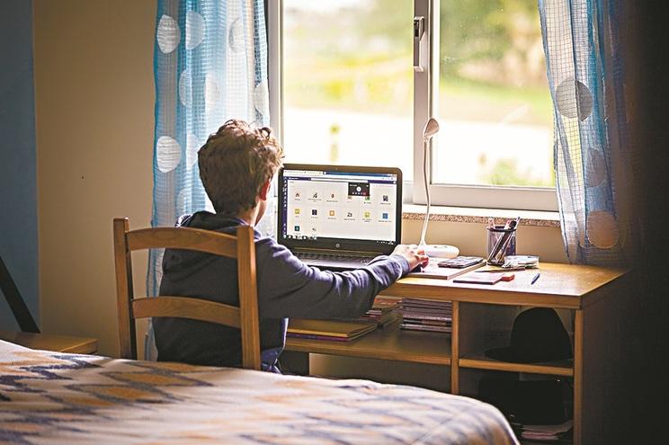 Em maio, o Governo anunciou que a tarifa social de acesso à Internet em banda larga deveria estar no
