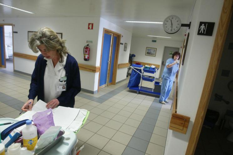 Estado obriga enfermeiros a devolver dois mil euros em salários