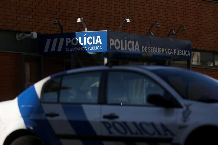Polícia encontrou vítima já morta e deteve a suspeita