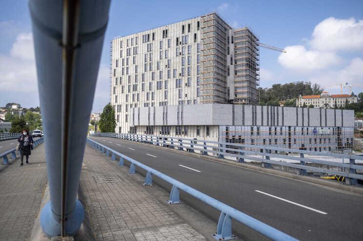 Destino inicial do edifício, que está em adiantado estado de construção, era um hospital privado do Grupo