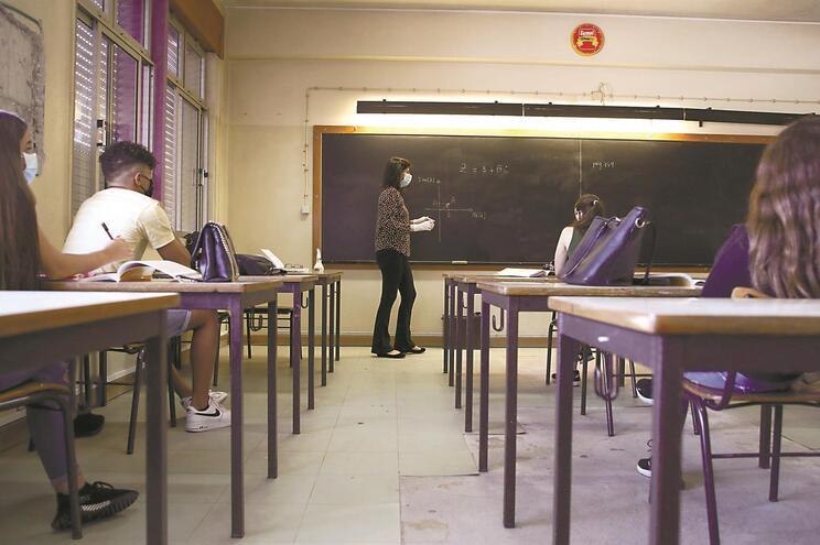 Ano letivo arrisca-se a começar com turmas sem professor