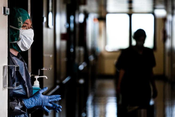 Número de internados volta a subir: mais 22 em enfermaria e mais cinco em UCI