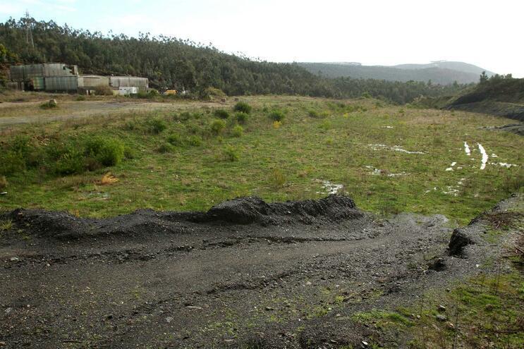 Em novembro de 2019 havia ainda 125 mil toneladas de resíduos perigosos nas antigas minas