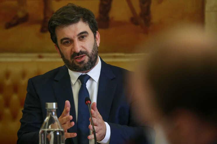 """Ministro admite que este ano letivo ainda """"não será normal"""""""