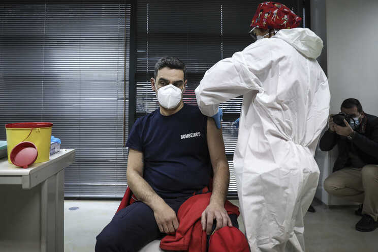 15 mil bombeiros vacinados na primeira fase do plano de vacinação