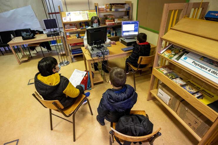 18 mil alunos estão em escolas de acolhimento, 6000 por risco de abandono ou por o ensino à distância