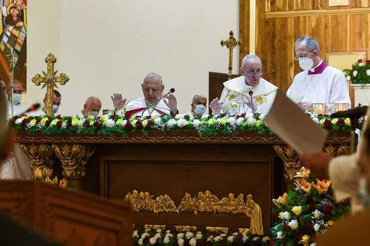 O Papa Francisco celebrou este sábado em Bagdade a sua primeira missa pública de rito oriental no Iraque