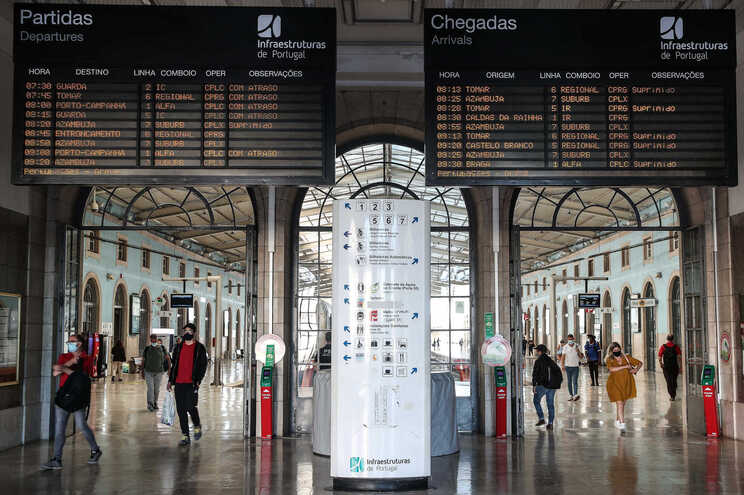 Mais de 200 comboios suprimidos até às 18 horas
