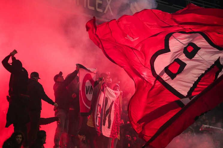 Adeptos benfiquistas detidos em junho tentaram agredir jogador do Sporting depois de dérbi de futsal