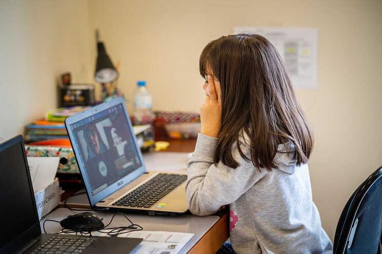 Ensino à distância ajudou a desenvolver competências digitais